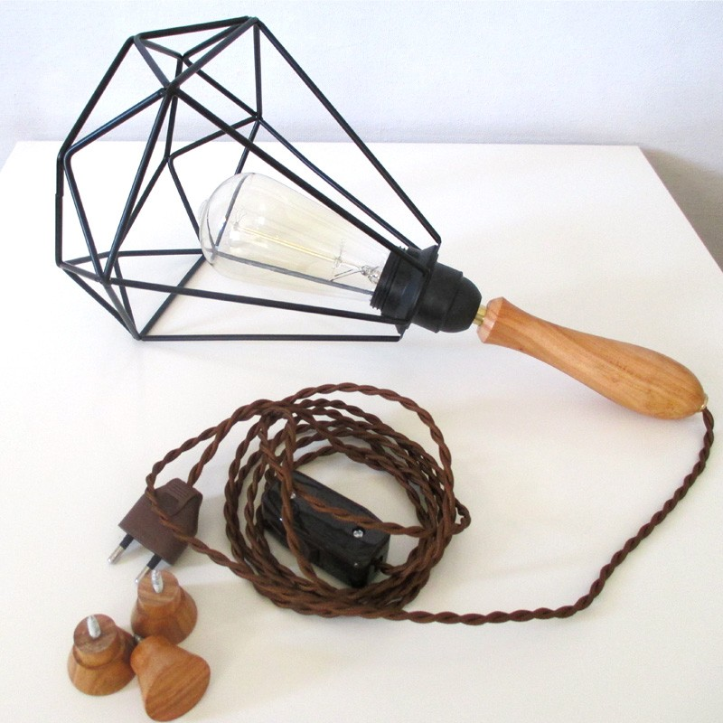 lampe baladeuse design avec cage acier diamant. Black Bedroom Furniture Sets. Home Design Ideas