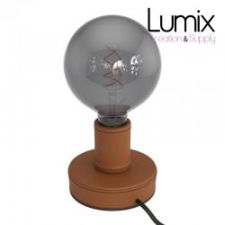 Lampe de table en bois recouverte de cuir bordeaux, avec cable textile, interrupteur et fiche à deux pôles