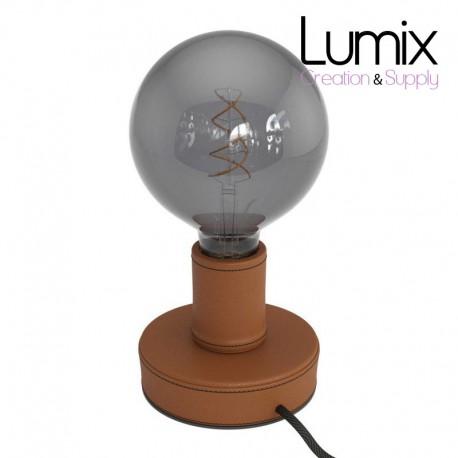 Lampe de table en bois recouverte de cuir Marron clair, avec cable textile, interrupteur et fiche à deux pôles